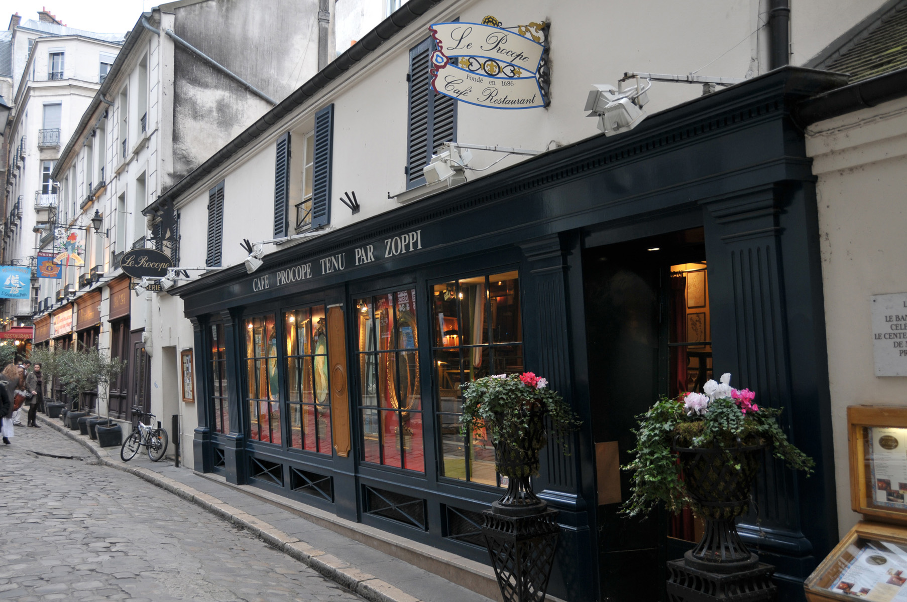Cafe De Paris Th October