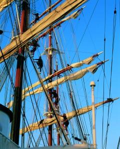 Crew climbing masts of SCII