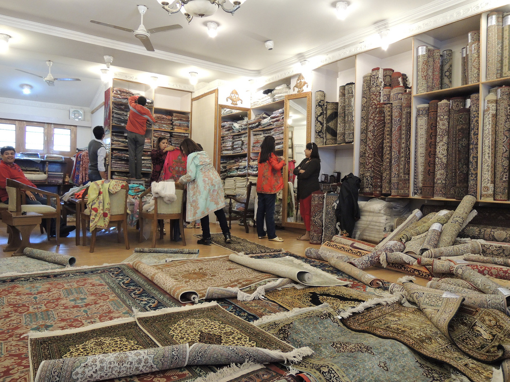 Top tips for shopping in kashmir the shops bazaars of for Best stores for rugs