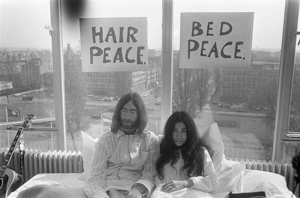 John_Yoko_bed_in